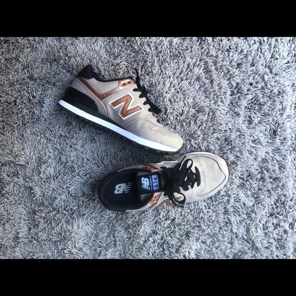221998df5b801 New Balance 574 Women's Sneaker 6 nude black. M_5bad2ad7819e9062b3e3536d
